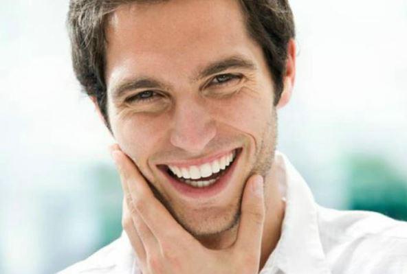 Los hombres que sonríen es más posible que encuentren pareja