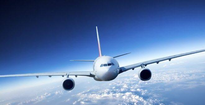 El motivo por el que los aviones no tienen paracaídas