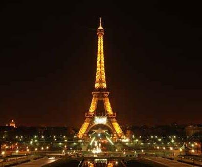 Es ilegal tomar fotos de la Torre Eiffel de noche