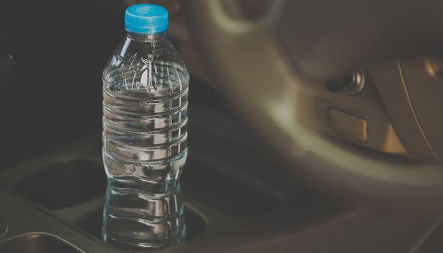 Nunca más dejarás botellas de agua en el coche cuando leas esto