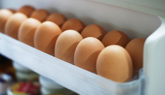 ¿Es correcto guardar los huevos en la nevera?
