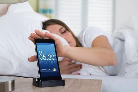No deberías posponer tu alarma por esta razón