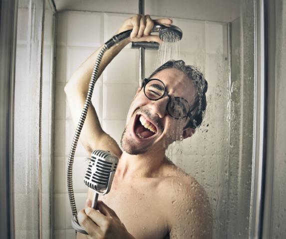 Cantando en la ducha nuestra voz se oye mejor
