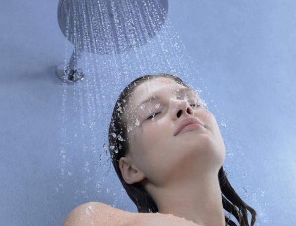 ¿Es bueno bañarse todos los días